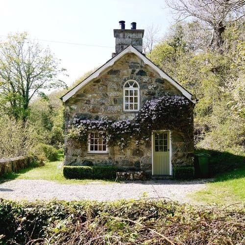 Love this stone cottage, but it needs roses around it. LOTS of roses :)                                                                                                                                                                                 More