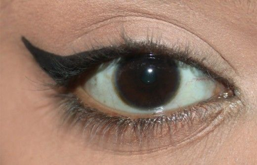How to Create Perfect Winged Eyeliner with a Spoon (5)