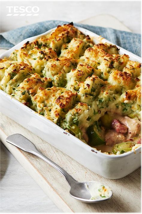 Try a twist on a classic with this quick and easy chicken cottage pie recipe. The filling is packed with tender chicken, bacon and sweet leeks in a creamy sauce, and topped with a rich Cheddar and parsley mash. | Tesco