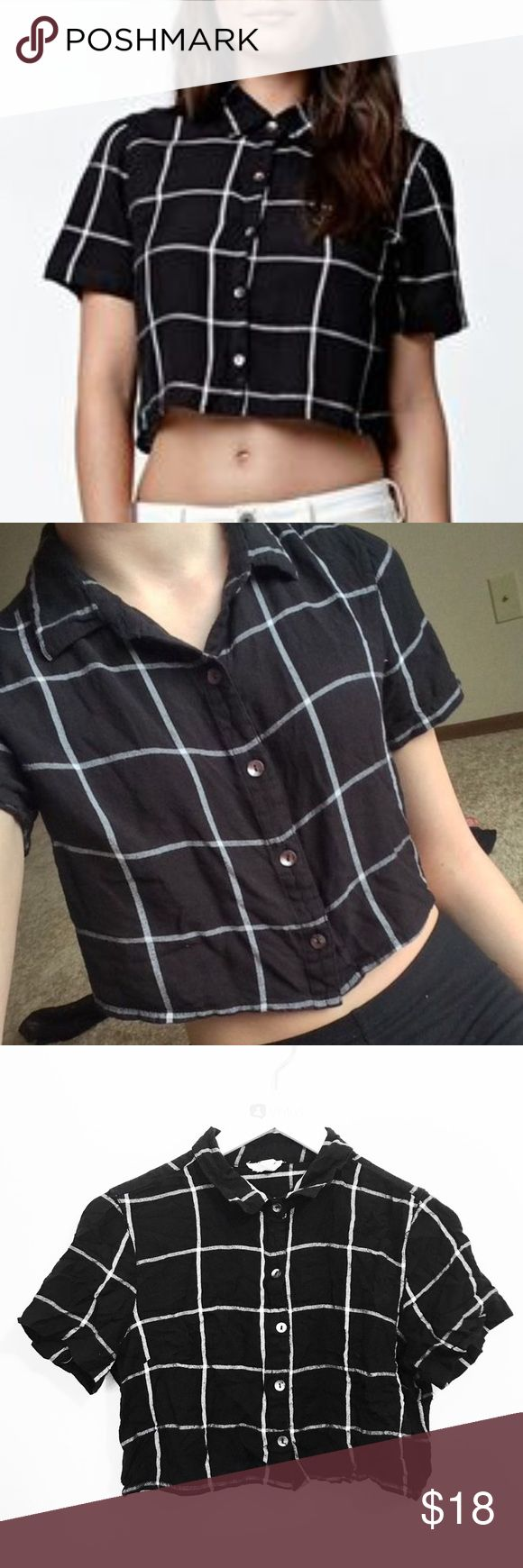 LA Hearts black and white plaid loose fit crop top LA Hearts black and white plaid button down loose fitting crop top. Size medium. LA Hearts Tops Crop Tops