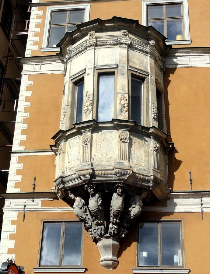 Travel & Lifestyle Diaries Blog: Capsule window in Gamla Stan, Stockholm