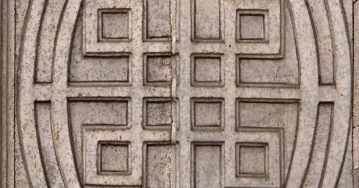 Qual é o significado do nó quaternário celta?. Poucos são os desenhos que aparecem tanto em manuscritos medievais e em tatuagens modernas, o nó celta é um deles. Ele se apresenta de varias formas, desde de uma cruz até um animal ou mesmo uma imagem abstrata mas independente de como se apresenta, é reconhecido imediatamente como símbolo da Irlanda e seu povo. Sua história tem mais de 1500 anos, ...