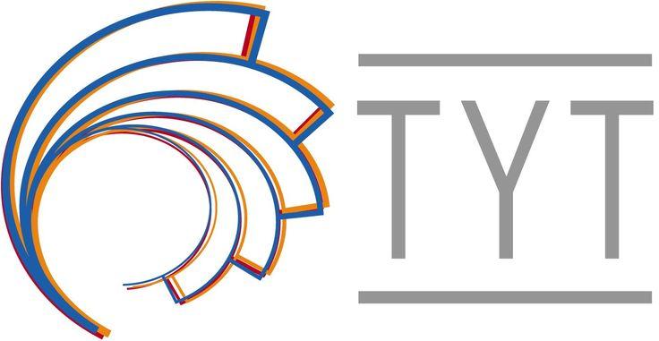 Tampereen yliopiston täydennyskoulutuskeskuksessa olen suorittanut Multimedia- ja tietoverkkoasiantuntijan oppisopimuskoulutuksen 1998.