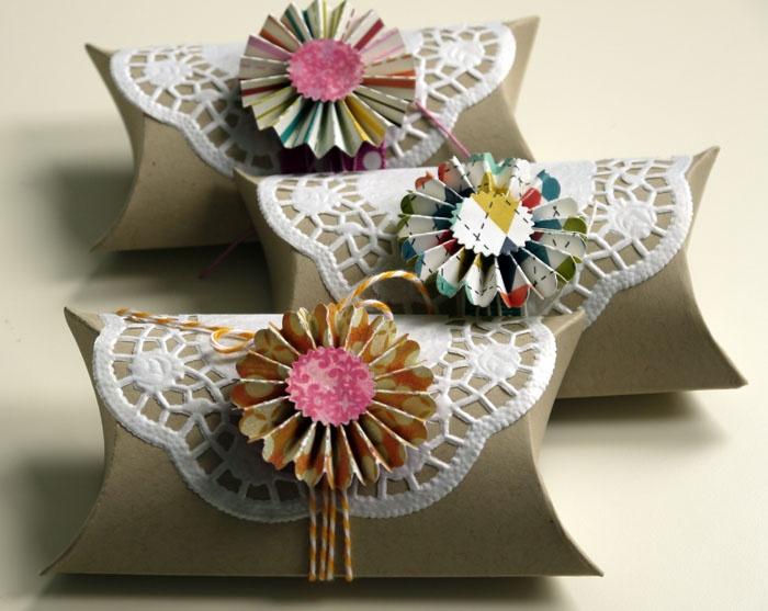 Blütenstempel WC rol, doily, touw/lint en bloem oid