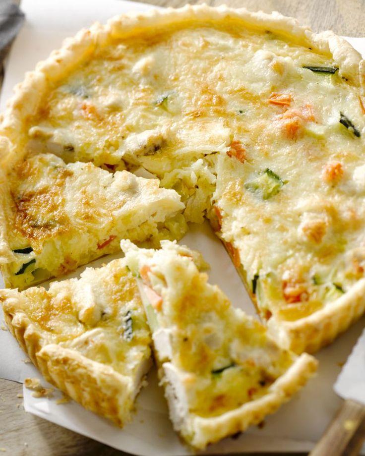 Met deze quiche met kip, courgette en wortel zal je scoren bij jong en oud. Een heerlijke hartige taart bomvol smaak.