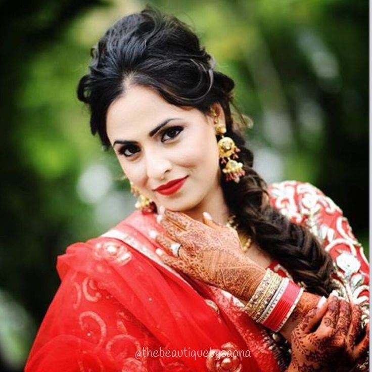 A modern look for this lovely Punjabi bride