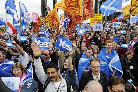 英スコットランドの中心都市エディンバラで開かれた独立賛成派の集会=2013年9月(AFP=時事) ▼21Mar2014時事通信|独立派苦戦、反撃へ=住民投票まで半年-英スコットランド http://www.jiji.com/jc/zc?k=201403/2014032100227 #Scotland #Alba