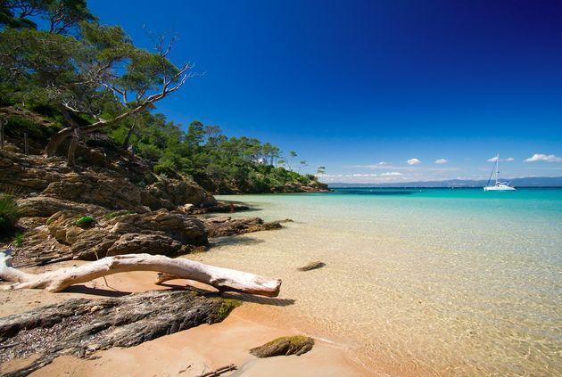 De Middellandse Zee barst van de verborgen parels. Dit zijn de mooiste onbekende eilanden: Palmarola, Chrisí, Porquerolles, Susak en Espalmador.