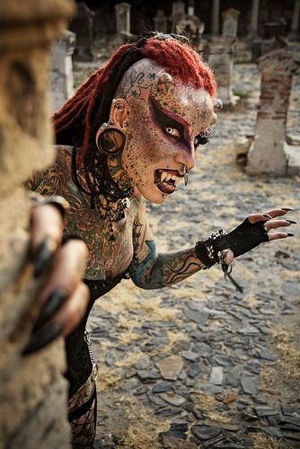 Maria Jose Cristerna Vampir Kadin : Maria Jose Cristerna Vampir Kadin, Vücudunun bir çok yerine dövme ve piercing yaptıran Meksikalı Maria Jose Cristerna katıldığı fuarda görenleri sasirtiyor.  http://www.beyazapple.com/2015/05/Maria-Jose-Cristerna-Vampir-Kadin.html | natalienatalie2