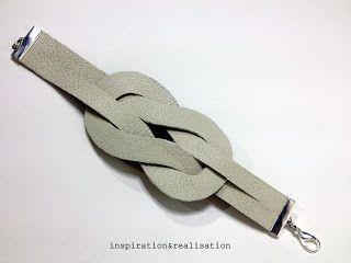 Bracelet : Noeud en cuir Découper deux U dont les branches se touchent dans un morceau de cuir (en sens inverse). Entrelacer les U. Chaque branche passe dessus dessous 3 fois - fermer avec une griffe