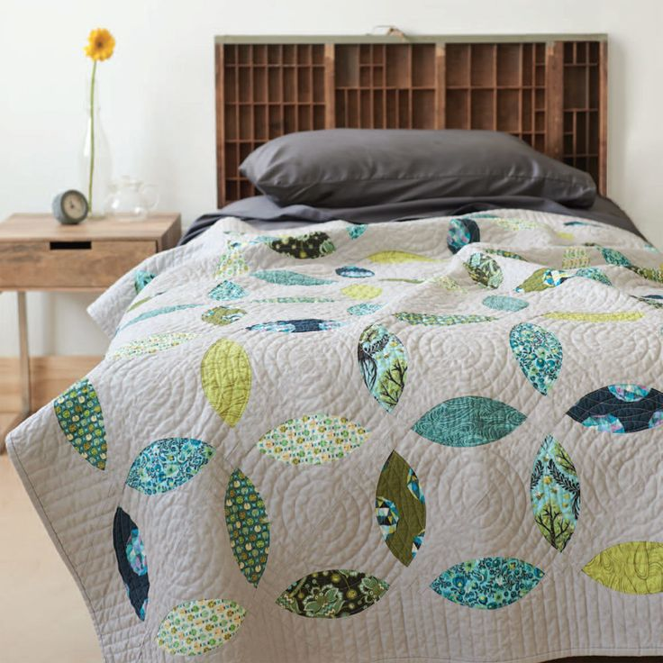 Brighten up your home with the subtle sophistication of the Peridot Petals quilt designed by Susan Forbes. Download the pattern today>>