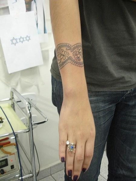 Beautiful and sexy...: Wrist Tattoo, Bracelet Tattoos, Cuff Tattoo, Wrist Band Tattoo, Lace Tattoo