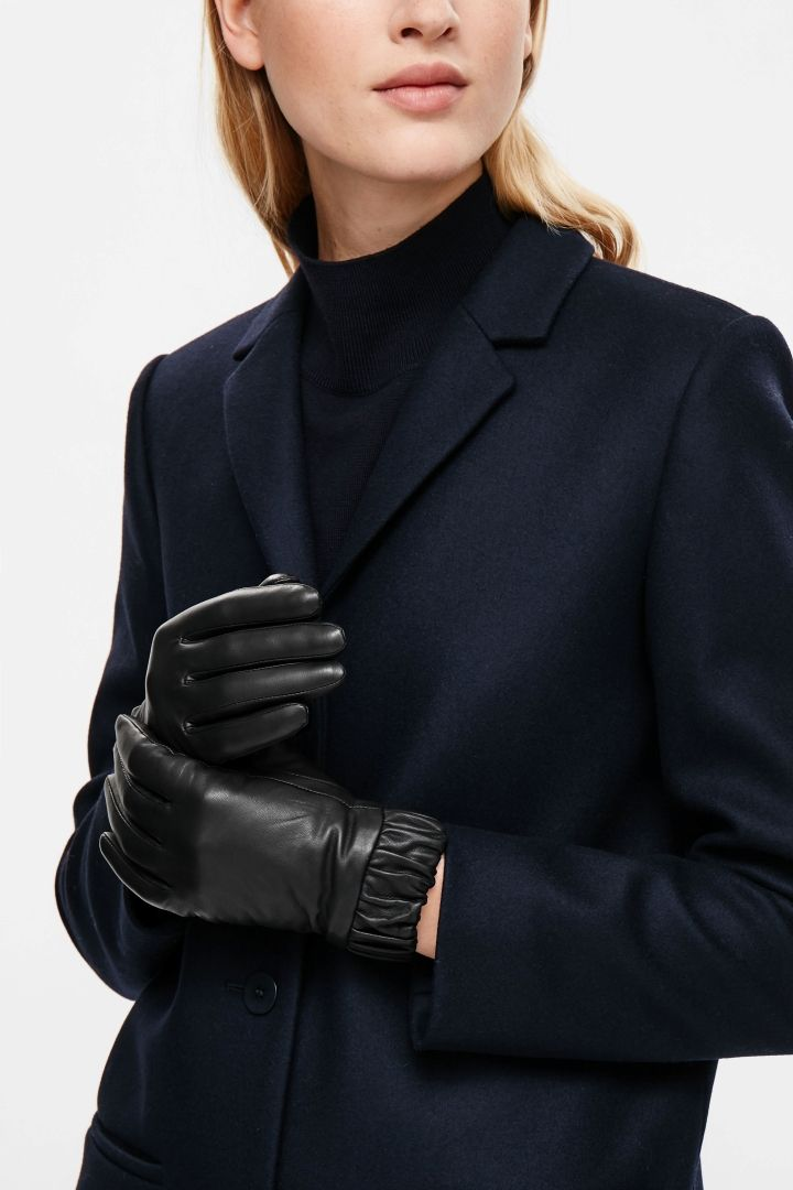 COS | Gathered leather gloves in XS/S