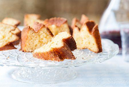 Een luchtige boerencake vol van smaak, bereid met ingrediënten van je supermarkt. Uit: de Coop Keukentafelgids Lente 2014.