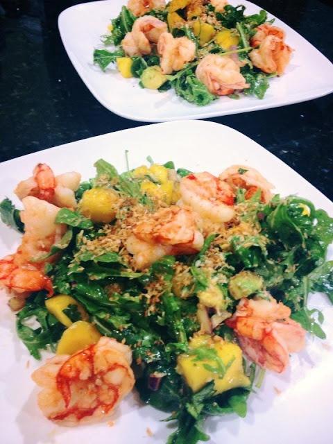 Salad with Shrimp, Magno, Avocado, Cilantro, Red Onion and Toasted Coconut #shrimp #summersalad