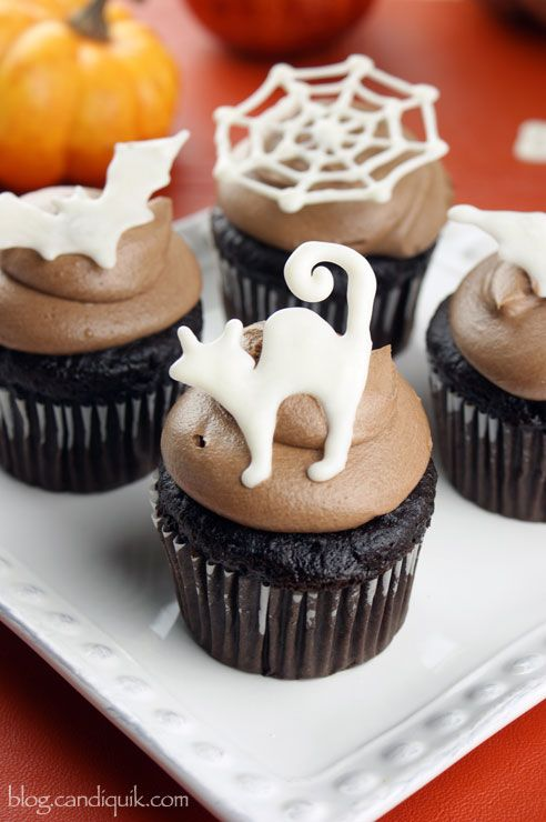 Easy Halloween Cupcake Toppers (free printable outline included!) @candiquik. These are AWESOME for Halloween parties! http://blog.candiquik.com/halloween-cupcake-toppers/
