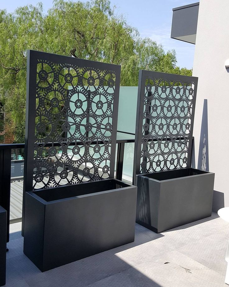 cog pattern laser cut screens with integrated planter boxes at the base creating decoraci n. Black Bedroom Furniture Sets. Home Design Ideas