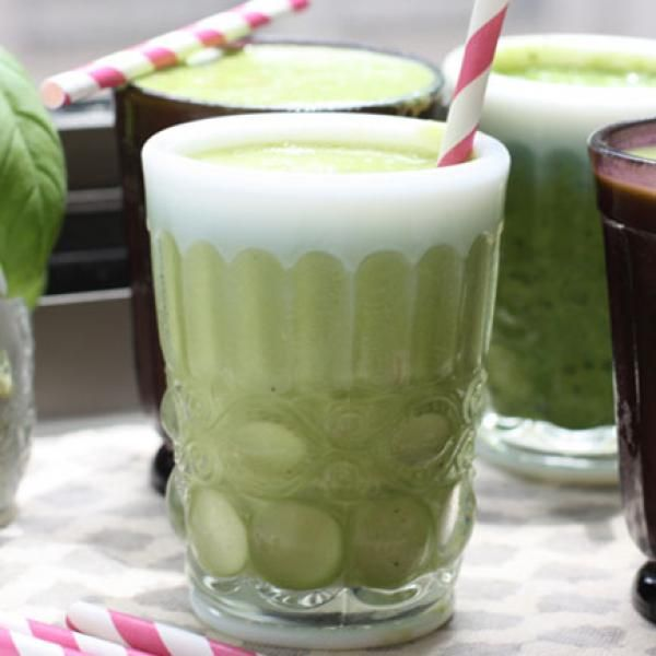 1 frozen banana 2 cups kale 1 tablespoon spirulina 2 tablespoons chia seeds 1 1/2 cups unsweetened almond milk 1 cup ice