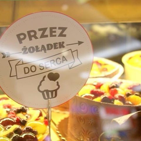 Przez żołądek do #serca!  pamiętajmy o tym w #walentynki ❤️ #tort #krakowskiewypieki #yummy #cake #sweet #gift #valentines