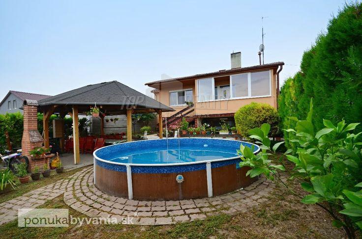 MOST PRI BA, 7,5-i dom, 300 m2 - 3 samostatné bytové jednotky, pozemok 600 m2, ZATEPLENIE, krb, altánok, záhradný domček, bazén, GARÁŽ :: TOP Reality
