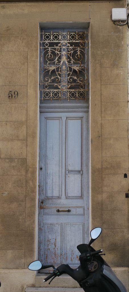 https://flic.kr/p/9wEhKx | Marseille (Bouches du Rhône), porte étroite, boulevard (très pentu) André Aune