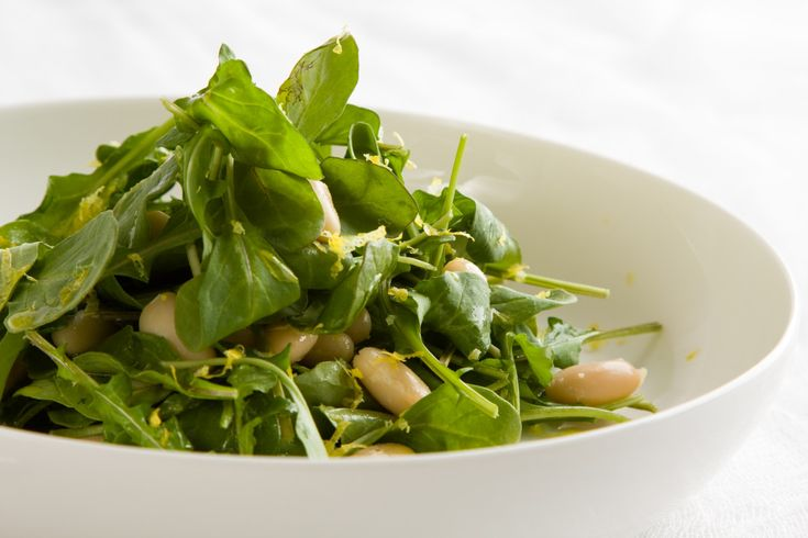 Arugula with white bean and lemon. A delicate and beautiful flavour combination. Healthy and delicious with beans as a good source of protein.