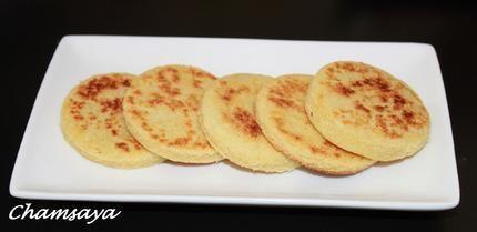 Mini harcha ou galette de semoule à la marocaine