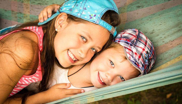 Брат и сестра. Фотосессия на природе. Лето.