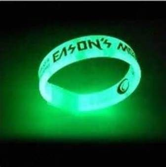 gelang karet glow in the dark