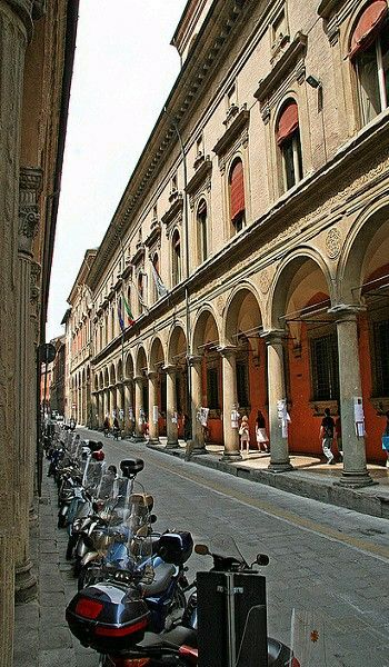 Universidad de Bolonia, ltalia.