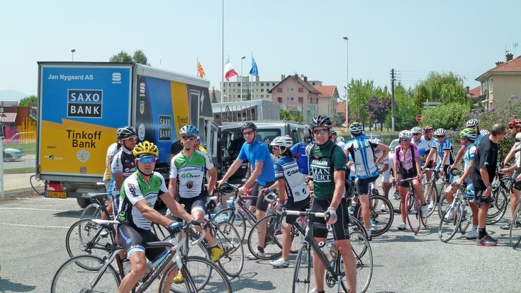 Cycling trip in France during the Tour de France: the electric atmosphere of this international competition and closeness with professional cyclists and their teams make this a very special cycling experience.