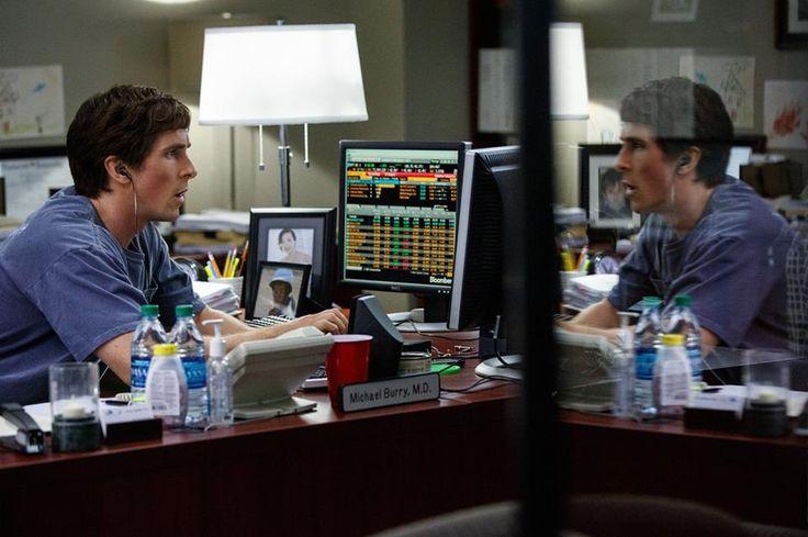 Il dott. Michael Burry (Christian Bale) analizza e studia i dati, scoprendo così una lucrativa e allo stesso tempo tragica verità: l'imminente crollo del mercato immobiliare americano