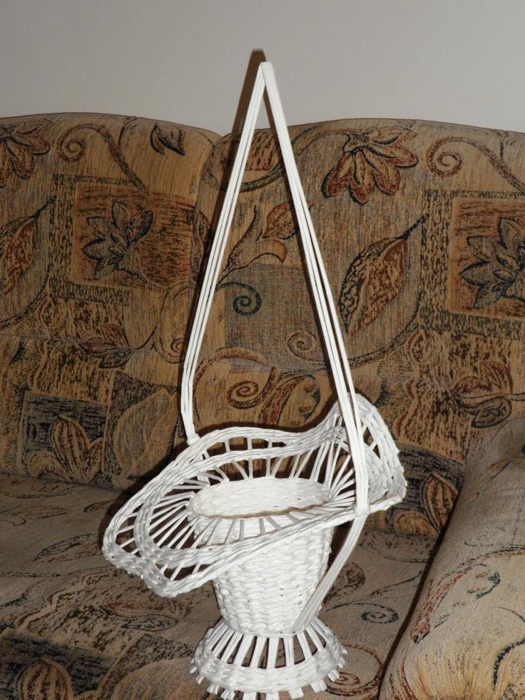 košík pre nevestu,výzdoba mala pozostávať z 5 ruží,jemne prizdobených a do toho srdiečko