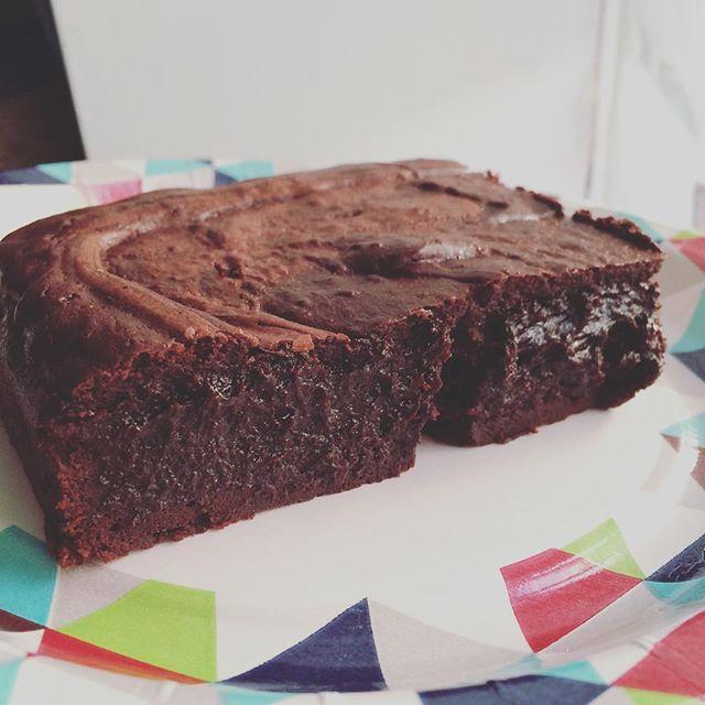 BROWNIE <3 Dobry wieczór brownie. Tęskniłam ! 🙈 takie dobre i nieziemsko czekoladowe. #brownie #ojaciepieke #tarnowskiegory #takiedobre #goodcake #czekolada
