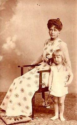 Kronprinzessin Marie von Rumänien mit Tochter Elisabeth, Queen of Romania with daughter future Queen of Greece | Flickr - Photo Sharing!