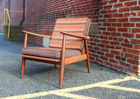 Mid century modern danish mid low lounge chair by Paoli Furniture.  mcm in excellent condition