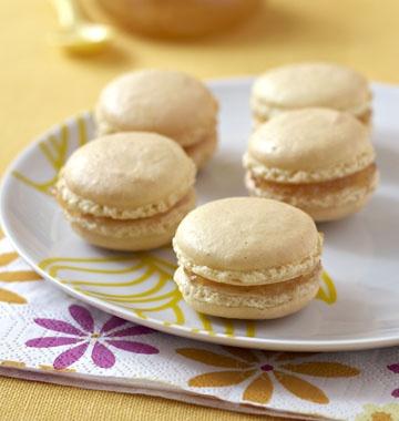 Macarons au citron - les meilleures recettes de cuisine d'Ôdélices http://www.odelices.com/recette/macarons-au-citron-r2576