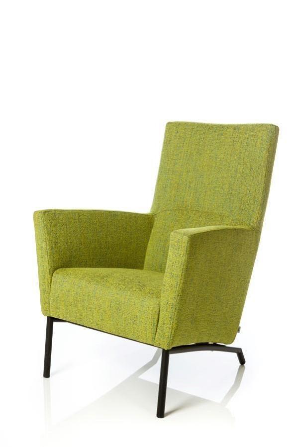 Fauteuil Lago valt op door zijn prettige zitcomfort en subtiele detaillering. Een mooi detail is bijvoorbeeld de luxe designvoet