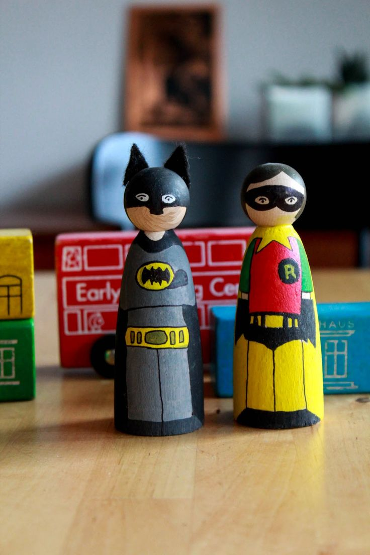 DIY: I need a Hero! Batman und Robin für's Bücherregal   Ach du gute Güte!