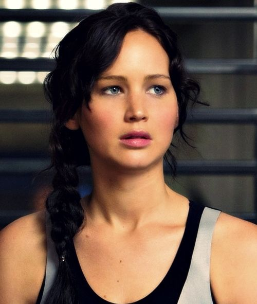 I want my natural eye makeup to look like hers! MRR and StricklerCelebs.com's Hunger Games Autographed Photo #PinItToWinIt Giveaway! Enter Here: http://movieroomreviews.com/mrr-and-stricklercelebscoms-hunger-games-giveaway