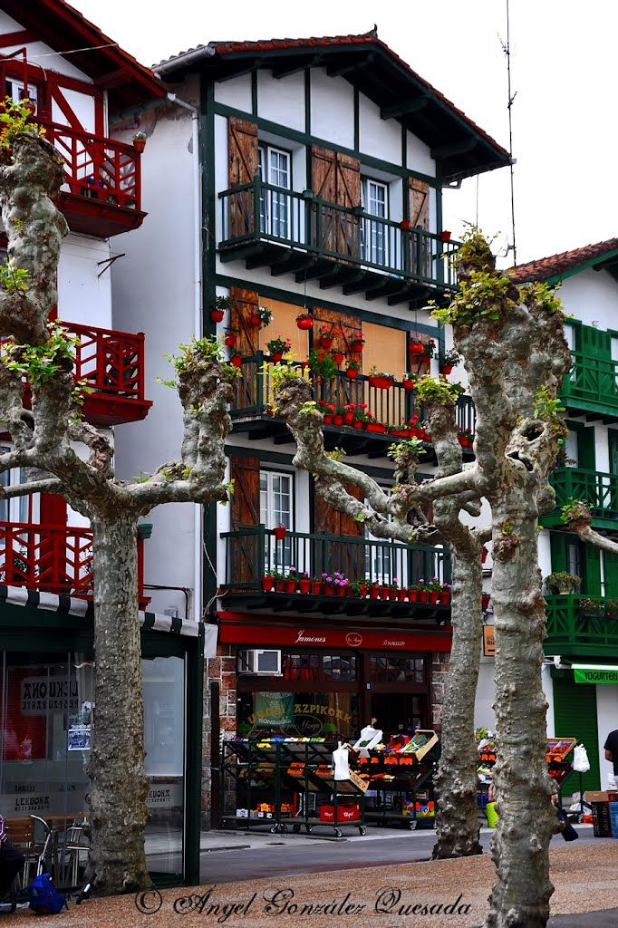 Paseando por Hondarribia Guipúzcoa Spain