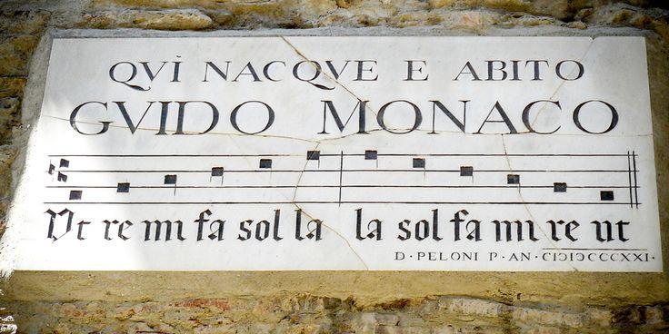 Tal vez siempre pensasteque los nombres de las notas musicales las inventóMaria von Trapp (La novicia rebelde, Sonrisas y lágrimas), componiendo canciones para entretener a sus futuros hijastros …