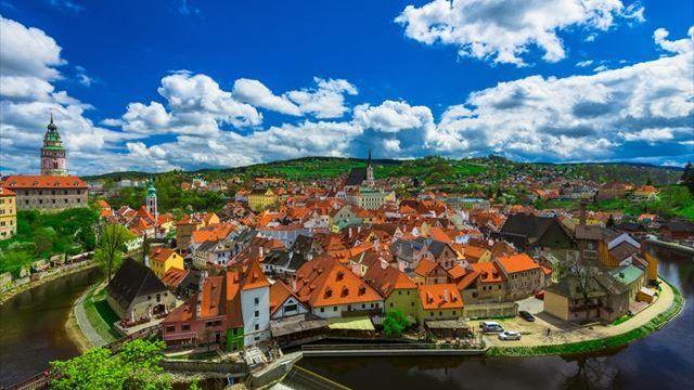 国土面積が日本のおよそ5分の1という小さな国でありながら、中世の面影をそのままに残す街が点在するチェコ。見どころいっぱいのチェコで訪れたい5 つの世界遺産をご紹介します。「黄金の都」プラハチェコの世界遺産といえば、真っ先に名前が挙がるのがプ