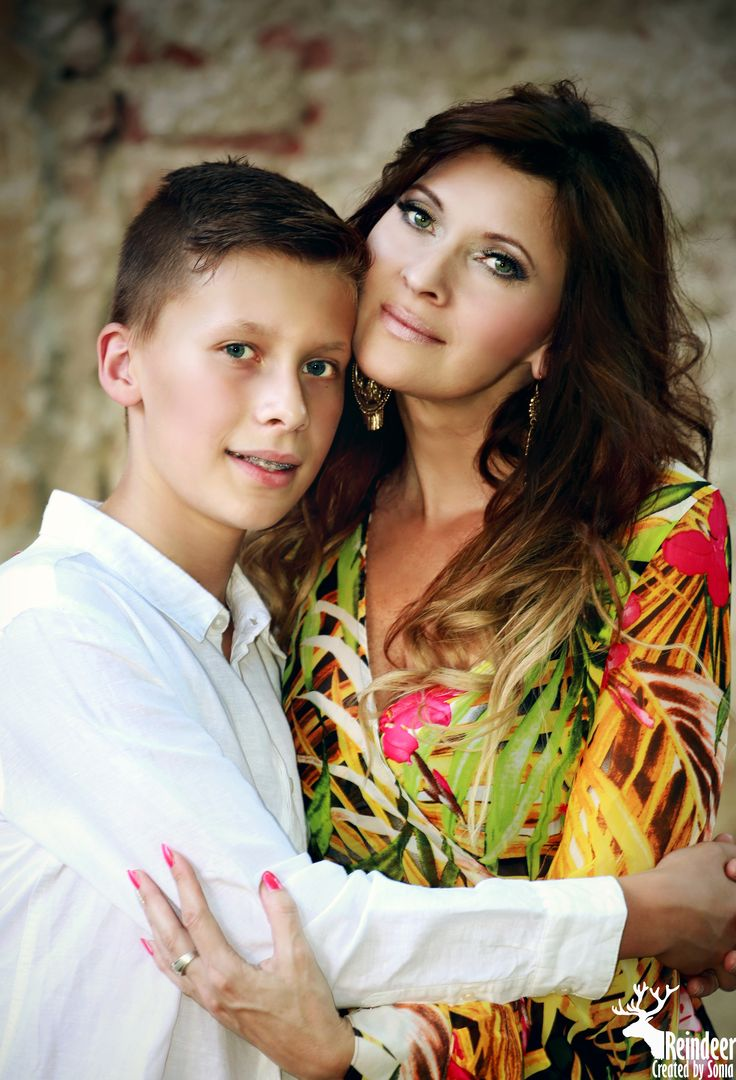 photo idea - family portrait, mother with son