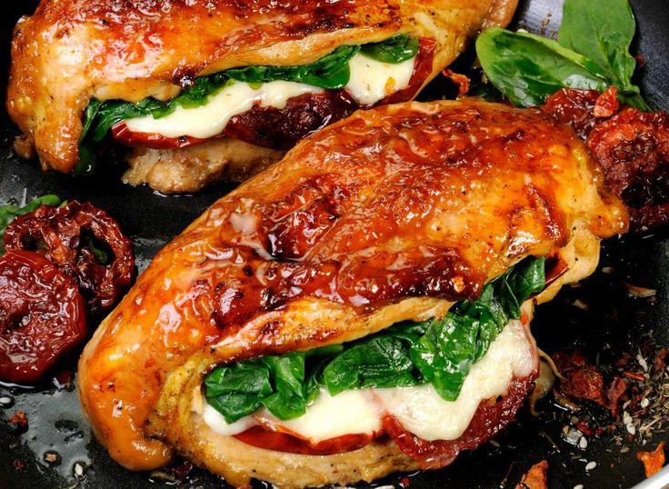 Piept de pui umplut cu roșii uscate, mozzarella și spanac - Retete culinare - Romanesti si din Bucataria internationala