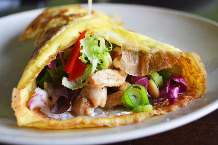 Recept omeletwrap met kip, rucola en pijnboompitjes