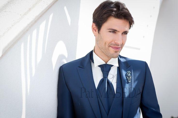Vestito nero o blu uomo