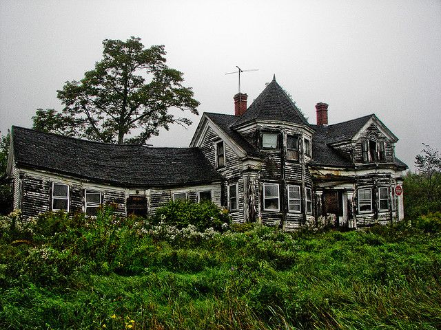 One of my favorite houses in Maine. This beauty is in Searsport.