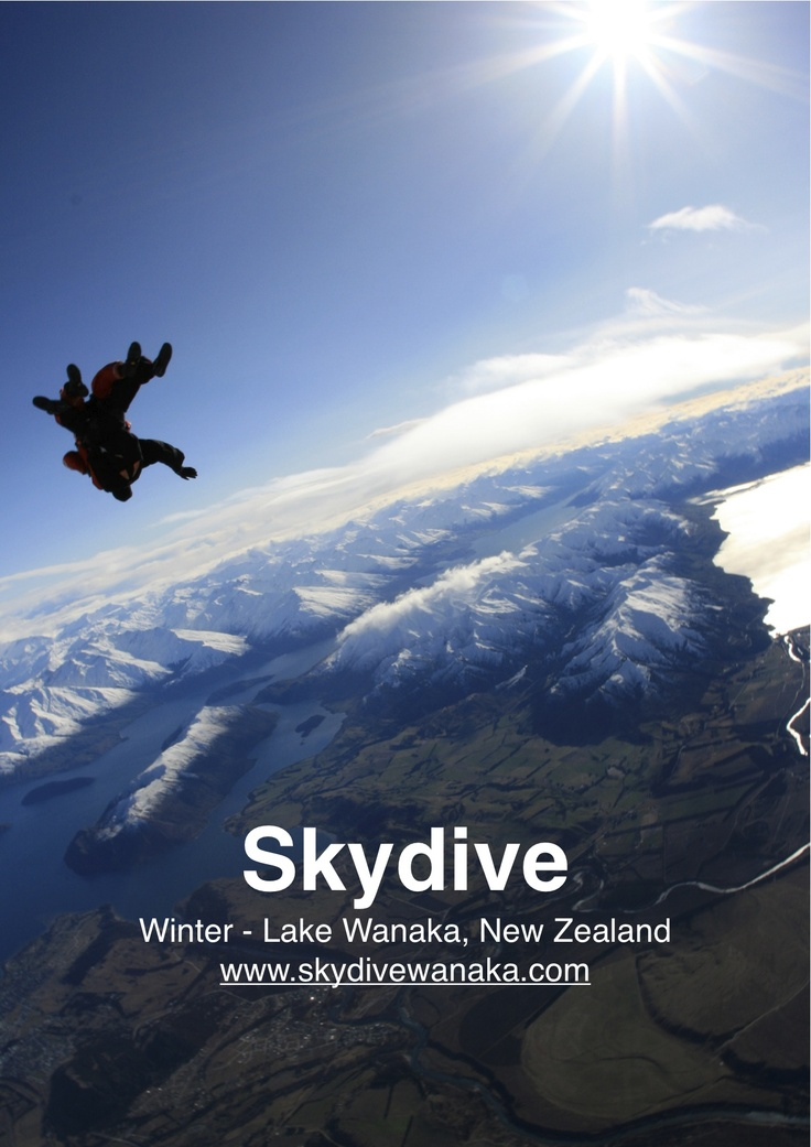 Winter skydive in New Zealand - amazing contrasts between blue skies and fresh snow !