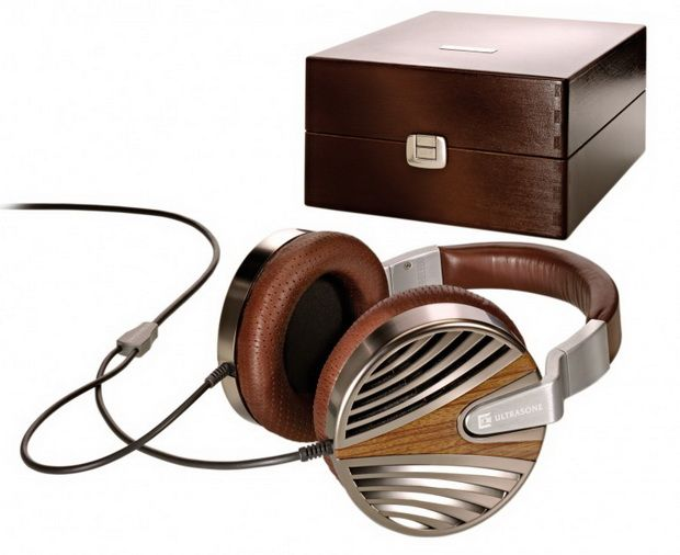 The German manufacturers from Ultrasone AG made a name for themselves in these last years for releasing some of the world's most luxurious and, of course, most expensive headphones. After the edition 8 Palladium headphones and the Edition 9 headphones, the 10th edition was the next in line.
